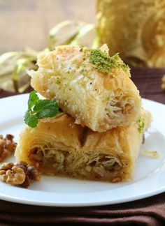 Baclava cu nuca si miere, un capriciu oriental Lasagna, Baked Goods, Deserts, Baking, Ethnic Recipes, Breads, Cups, Food, Kitchens