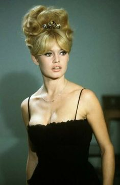 New hair men vintage brigitte bardot Ideas Brigitte Bardot, Bridget Bardot, Hollywood Glamour, Hollywood Actresses, Hollywood Fashion, Bardot Hair, 60s Hair, French Actress, Jolie Photo