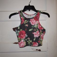 Crop top This is a rose floral pattern that has a faded look to it and a stretchy feel. It's brand new and  has never been worn! Kirra Tops Crop Tops