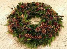Zapfenkranz Christmas Flower Decorations, Pine Cone Decorations, Christmas Arrangements, Floral Arrangements, Wreaths And Garlands, Holiday Wreaths, Christmas Holidays, Xmas, Miniature Christmas Trees