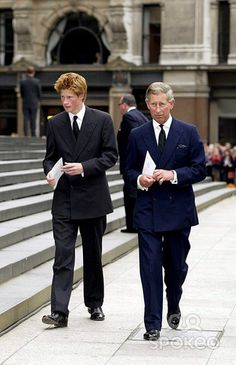 Alpha 048995 11.09.2002 Prince Harry & Prince Charles -Service to Commemorate the First Anniversary of the 9/11 Terrorist Attacks at St. Pauls Cathedral, London Photo By:alpha/Globe Photos, Inc