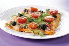 """Hyvän pizzan lähtökohtana on onnistunut pohja ja reilu määrä juustoa. Näiden väliin voi täytteeksi laittaa lähes mitä vaan. Tässä tarjolla neljä vaihtoehtoa; Kinkkupizza rucolalla, Kinkku-ananas-AURA® eli """"Americana"""", Jauhelihapizza """"Pizzabolognese"""" ja """"Frutti di Mare"""" merenelävistä. http://www.valio.fi/reseptit/pizza/ #resepti #ruoka"""