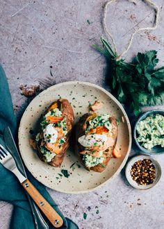 Gepofte zoete aardappel met avocado en zalm - Uit Pauline's Keuken A Food, Pcos Food, Happy Foods, Cooking Light, Light Recipes, Soul Food, Avocado, Food Porn, Veggies