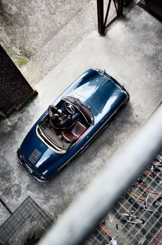 The Porsche 911 is a truly a race car you can drive on the street. It's distinctive Porsche styling is backed up by incredible race car performance. Porsche Panamera, Porsche 356 Speedster, Porsche Classic, Retro Cars, Vintage Cars, Vintage Style, Ferrari, Lamborghini Aventador, Vintage Porsche