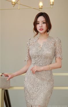 Elegant Lace Dress Ideas That Increase Your Beauty - Dress Brokat Modern, Kebaya Modern Dress, Model Kebaya, Dress Making Patterns, Floral Lace Dress, African Lace, Sweet Dress, Asian Beauty, Fashion Dresses