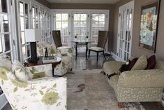 Country Brown Themed Sunroom Design with Beautiful Flower Pattern Beige Sofas and Unique Round Wooden Table also Classic Style Soft Brown Rug for Small Interior Sunroom Decorating Ideas Narrow Rooms, Small Rooms, Small Spaces, Sunroom Furniture, Home Furniture, Furniture Design, Arrange Furniture, Sunroom Decorating, Sunroom Ideas