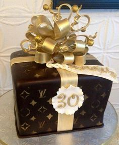 Louie Vuitton CAKE, I'd love to make this for someone!