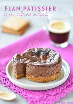 n flan parisien très chocolaté, à force de rajouter 2 carrés par ci, un peu de cacao par là, et en prime du chocolat à 70%... Et c'est un dessert rafraichissant puisqu'il se déguste bien frais. Un régal