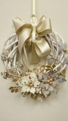 Ghirlanda con fiori in fommy