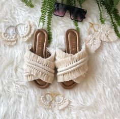 Emmaline Bride - Handmade Wedding Blog Hey, boho brides: this one's for you! If you're planning an outdoor wedding and you love a stylish free-spirited style of shoe, check out these bohemian wedding sandals we found… Handmade Wedding Blog