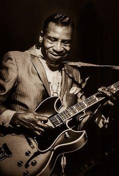 "Aaron Thibeaux ""T-Bone"" Walker 1910 was a critically acclaimed blues guitarist, singer, songwriter and multi-instrumentalist. Rock And Roll, Pop Rock, Harpo Marx, Steve Buscemi, Jazz Blues, Blues Music, Blues Rock, Blues Artists, Music Artists"