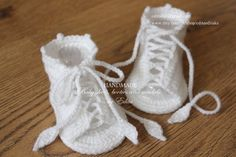 Crochet baby sandals. Made from acrylic yarn. Size : 3-6 months. Length: approx. 10 cm.- 4 inches Hand wash in cool water. You can find me on ☆