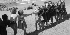 """Post-war Greece: Children playing """"tug-of-war"""" / Voula Papaioannou Life Pictures, Old Pictures, Poesia Visual, Old Time Photos, Greece Photography, Greek History, Precious Children, Jolie Photo, Historical Photos"""