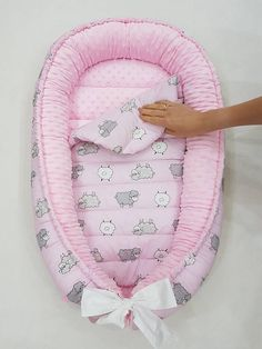 This is a cute baby nest for your family now you will sleep better because your baby will sleep in baby nest it keeps baby surrounded in a comfortable and safety environment whether sleeping or playing time this babynest comes in set with a remouvable pad Dalida, Baby Pillows, Baby Health, Baby Size, Baby Sewing, Trendy Baby, Tamara, Reborn, Baby Room