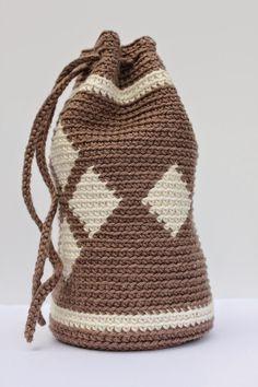 Ik ben er eindelijk achter hoe het moet! Hoe je vasten recht boven elkaar haakt. Toen ik me verdiepte in inhaken/tapestry zag ik op int... Mochila Crochet, Flower Ball, Tapestry Crochet, Knit Or Crochet, Goodie Bags, Crochet Flowers, Bucket Bag, Crochet Patterns, Crochet Ideas