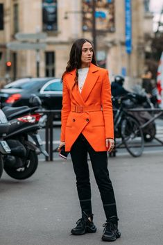See Every Unforgettable Street Style Outfit From Paris Fashion Week Right Here, Right Now Patrick Stewart, Sneak Attack, Layered Fashion, Womens Fashion For Work, Autumn Winter Fashion, Winter Style, Fall Winter, Paris Fashion, Editorial Fashion