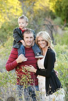 Family of 3 picture ideas Family Picture Poses, Fall Family Pictures, Family Photo Sessions, Family Posing, Family Portraits, Picture Ideas, Photo Ideas, 3 Picture, Mini Sessions