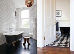 http://www.designhunter.co.uk/home/2013/3/5/10-black-and-white-bathrooms.html