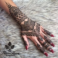 This article is about the best and gorgeous henna patterns. We are selecting Top 10 Lovely Mehndi Designs for Girls 2019 here from the best. Henna Hand Designs, Mehndi Designs Finger, Pretty Henna Designs, Mehndi Designs For Fingers, Mehndi Art Designs, Henna Tattoo Designs, Bridal Mehndi Designs, Henna Tattoo Hand, Henna Tattoos