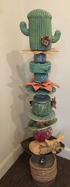 Student work Cactus Ceramic, Ceramic Art, Totem Pole Art, Garden Totems, Native American Art, American History, Pottery Classes, Pottery Art, Ceramic Pottery