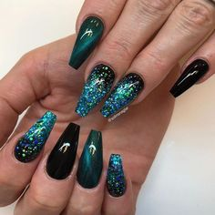 Black, Halo Peacock and assorted glitters - Nail Design Ideas!- Black, Halo Peacock and assorted glitters Fancy Nails, Cute Nails, Pretty Nails, Black Nail Designs, Nail Art Designs, Peacock Nail Designs, Halo Nails, Peacock Nails, Black Nails With Glitter