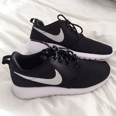 nike, shoes, and black imageの画像 Ankle Sneakers, Slip On Sneakers, Leather Sneakers, Sneakers Nike, Adidas Sandals, Nike Shoes Outfits, Nike Free Shoes, Running Shoes Nike, Slippers