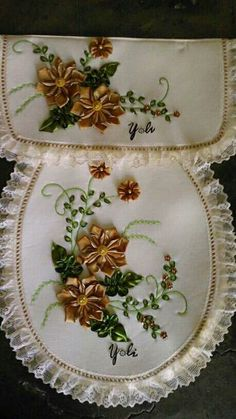 Embroidery Bags, Free Motion Embroidery, Silk Ribbon Embroidery, Crewel Embroidery, Embroidery Patterns, Craft Projects, Sewing Projects, Bathroom Crafts, Crochet Flower Tutorial