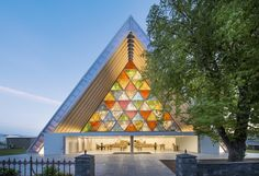 Cardboard Cathedral, Christchurch, New Zealand Photo by Stephen Goodenough - Shigeru Ban, de Japón, Premio Pritzker 2014 Sacred Architecture, Church Architecture, Religious Architecture, Architecture Design, Paper Architecture, Sustainable Architecture, Landscape Architecture, Famous Architecture, Shigeru Ban