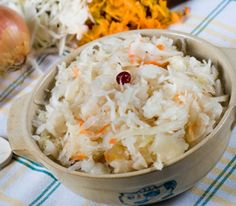 The Nickel Pincher: Preserve Delicious, Delectable Winter Veggies without Canning - Homemade Sauerkraut Making Sauerkraut, Homemade Sauerkraut, Sauerkraut Recipes, Probiotic Foods, Fermented Foods, Fermented Cabbage, Whole Food Recipes, Cooking Recipes, Salads