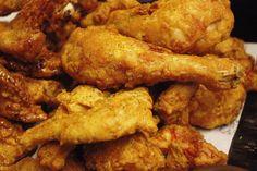 Kuracie mäsko môže byť pripravené na mnoho spôsobov a dnes máme pre vás skvelý tip z youtube, vďaka ktorému budú stehienka, aj ostatné časti kuracieho mäsa vždy jemné a šťavnaté! Crunchy Chicken Recipe, Baked Fried Chicken, Korean Fried Chicken, Fried Chicken Recipes, Crispy Chicken, Tilapia Recipes, Roasted Chicken, Grilled Chicken, Fried Chips