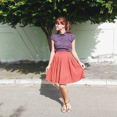 Saia de pregas colegial ferrugem. Saia Casinha de Boneca by Andreia Brondi Store.  Saia retrô. #retrô #ladylike