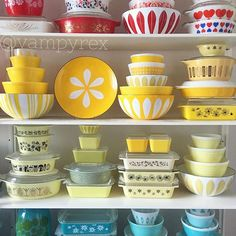Vintage Currently experiencing full blown denial that August is coming to an end. Rearranging the yellow shelves helps a teeny bit. Vintage Kitchenware, Vintage Dishes, Vintage Glassware, Vintage Pyrex, Vintage Enamelware, Vintage Tins, Pyrex Display, Rare Pyrex, Pyrex Bowls