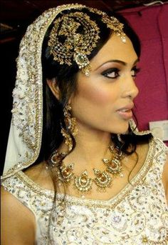Traditional Jhoomar, Maang Tikka... bridal jewelry, indian bride