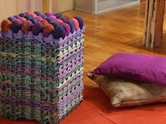 MATERIALES Huevos de telgopor c/n  Vellón de colores c/n  Agua c/n  Jabón c/n  Maples  Cola vinílica  Pistola encoladora  Aerosol antimanchas para alfombras