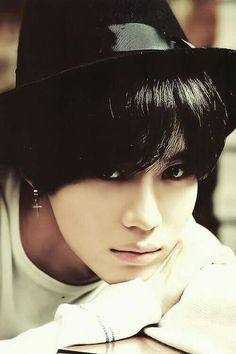 Taemin is the perfect combination of cute and sexy. Taemin-Ah, what you do to me?! <3