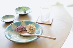 『器の魅力で食卓を明るく楽しい雰囲気に!』 ノモ陶器製作所 野本 周さんの作品「緑 [...] Okinawa, Serving Bowls, Ceramics, Ethnic Recipes, Tablewares, Food, Ceramica, Dinner Ware, Pottery