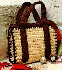 Classic bag, really simple pattern. And other great bag patterns on link! - free crochet pattern