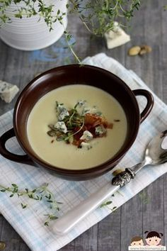 bistro mama: Zupa krem z pieczonego czosnku Soup Recipes, Vegan Recipes, Vegan Food, Garlic Soup, Eat To Live, Gordon Ramsay, Special Recipes, Panna Cotta, Salmon