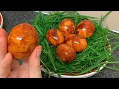 Ouă de Paște marmorate | doar coji de ceapa |15 minute prepararea | rezultatul este INCREDIBIL - YouTube Easter Traditions, Baked Potato, Eggs, Traditional, Baking, Fruit, Breakfast, Ethnic Recipes, Youtube