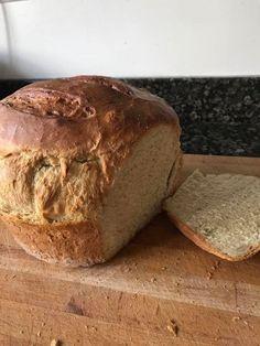Ma kenyeret sütöttem, nem nehéz az elkészítése, bárki nyugodtan hozzáfoghat. A liszt legyen jó minőségű kenyér liszt. A friss házi kenyérnél nincs is finomabb. Hozzávalók 1 kg kenyér liszt, 1 élesztő amit felfuttatunk kevés tejben, két csapott evőkanál só, 3 ek étolaj, langyos víz apránként hozzá adagolva kb; 1,5 dl Közepesen kemény legyen. Kelesztjük 1 …