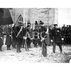 28/11/1910INAUGURACIÓN DEL ASILO REINA VICTORIA EN SAN SEBASTIAN. EL GOBERNADOR CIVIL, BARÓN DE LA TORRE, QUE REPRESENTÓ A LOS REYES EN LA CEREMONIA, SALUDANDO A LA BANDERA DEL REGIMIENTO DE SICILIA, QUE TRIBUTÓ HONORES: Descarga y compra fotografías históricas en | abcfoto.abc.es