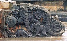 File:Ornate baluster in Thripuranthakeshwara temple at Balligavi, Shimoga district. Zoo Architecture, Indian Temple Architecture, Elephant Sculpture, Lion Sculpture, Indian Artwork, Temple Design, History Of India, Dance Art, Stone Art