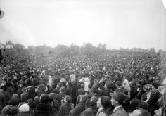 Fatima, Miracle of the Sun, The crowds at Fátima wait for a miracle on Oct. 13, 1917.