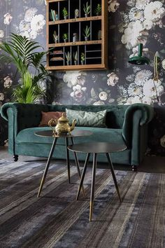 wallpaper living room A stylish, moody living room with a gorgeous green velvet sofa against a dark floral motif wallpaper. Image by Cuckooland. Living Room Green, Living Room Sofa, Living Room Decor, Living Rooms, Green Velvet Sofa, Green Sofa, Floral Sofa, Floral Motif, Fantastic Wallpapers