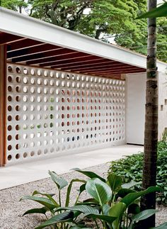 Using center blocks this would make a pretty easy garage #Block #walls | #fence idea