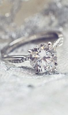 Pinterest: jasminecampos3   Love the dazzling detail of this nature-inspired diamond engagement ring.