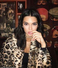 Kendall & Kylie Jenner style and news Khloe Kardashian, Estilo Kardashian, Kardashian Kollection, Ivana Santacruz, Pretty People, Beautiful People, Kendalll Jenner, Estilo Jenner, Mode Ootd