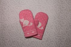 Adorable hand-made children mittens with cat pattern by LanaNere Cat Pattern, Mittens, Knitwear, Trending Outfits, Children, Cats, Unique Jewelry, Handmade Gifts, Gloves