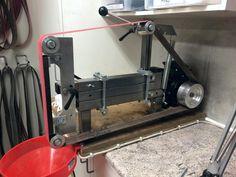 No weld direct drive Diy Belt Sander, Belt Grinder Plans, Knife Grinder, Knife Making Tools, Diy Belts, Sharpening Tools, Blacksmith Tools, Metal Working Tools, Diy Shops
