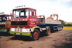 COL PHOTO JAMES LEWIS & SONS (NEWHOUSE) LEYLAND MARATHON ARTIC FLAT TRAILER #Notapplicable Classic Trucks, Classic Cars, Old Lorries, Commercial Vehicle, Vintage Trucks, Cool Trucks, Marathon, Van, Vehicles